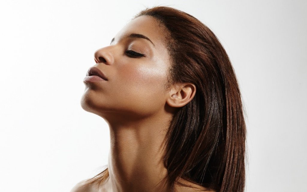 dark skinned woman with smooth neck skin